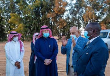 سفير كينيا لدى المملكة يزور مركز أبحاث الأبل والمراعي بالجوف