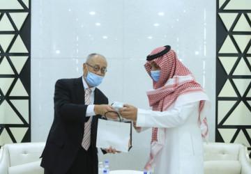 رئيس الجامعة الإسلامية يستقبل السفير الياباني لدي المملكة