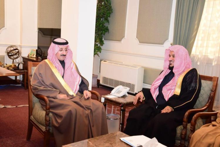 محافظ الأحساء يستقبل مستشار مدير جامعة الإمام محمد بن سعود الإسلامية