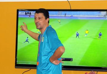 الميساوي يحاضر لاعبي الجيل بالفيديو قبل مواجهة المجزل