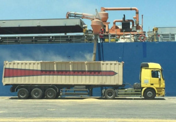 ميناء الملك عبد العزيز يستقبل 9 سفن للحبوب والأعلاف بحمولة إجمالية تبلغ 385 طناً