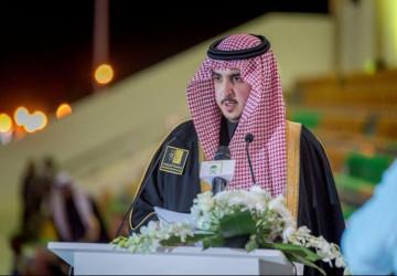 سمو الأمير فيصل بن نواف يشارك خريجي جامعة الجوف وخريجاتها