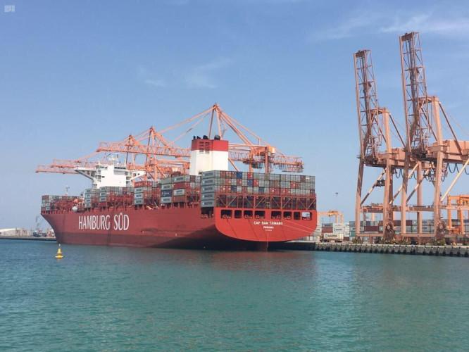 ميناء الجبيل التجاري يناول أكبر عدد للحاويات من سفينة واحدة في تاريخه