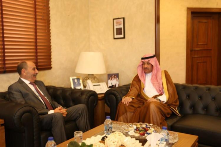 وزير الأشغال العامة والإسكان الأردني يلتقي سفير المملكة لدى الأردن.