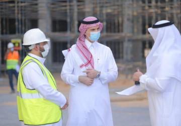 الدكتور الشايع يطّلع على مشروع مبنى إدارة الجامعة