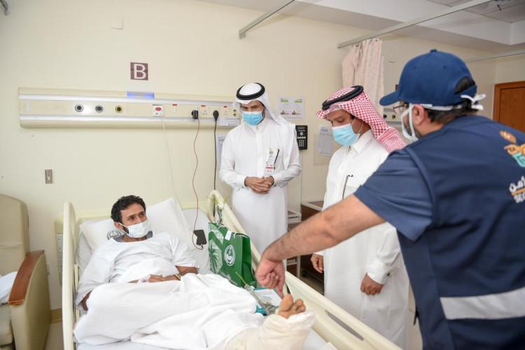 اللواء الداود ينقل معايدة الأمير عبدالعزيز بن سعود للمنومين بمستشفى قوى الأمن بمكة