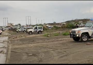 شرطة محافظة الحرث تساهم في تنظيم مرتادي منتزه العين الحارة