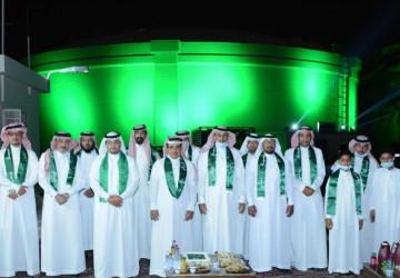 باليوم الوطني جبل ابوغنيمه في الأحساء يتوشح باللون الأخضر