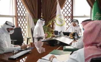 أمين الجوف يناقش مع رئيس الغرفة التجارية وعدد من المستثمرين الفرص الاستثمارية