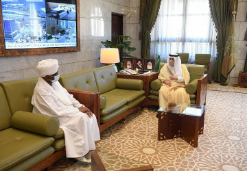 سمو أمير منطقة الرياض يستقبل سفير جمهورية السودان لدى المملكة