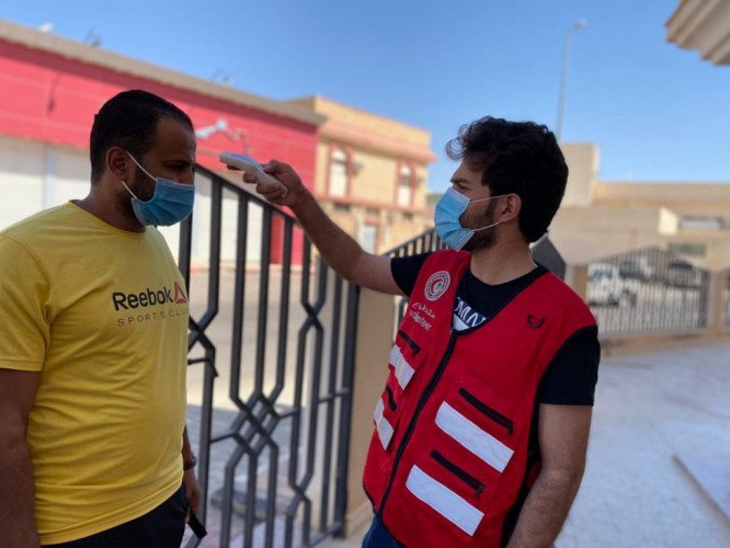متطوعو الهلال الأحمر بالجوف يقيمون نقاط فرز في بعض جوامع محافظات المنطقة