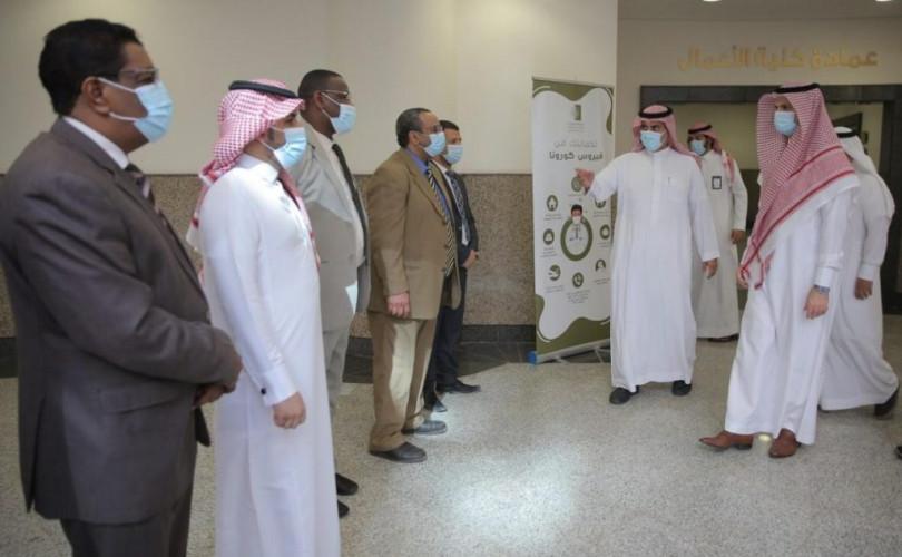 الدكتور محمد الشايع يتفقد سير العملية التعليمية في كلية الأعمال