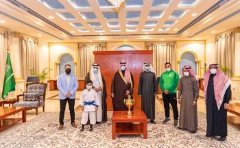 أمير الجوف يستقبل مدير فرع وزارة الرياضة ويكرم عددًا من الرياضيين