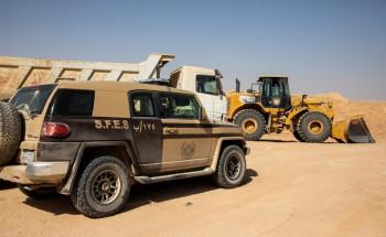 القوات الخاصة للأمن البيئي تضبط مخالفة نقل رمال وتجريف للتربة في مدينة الرياض