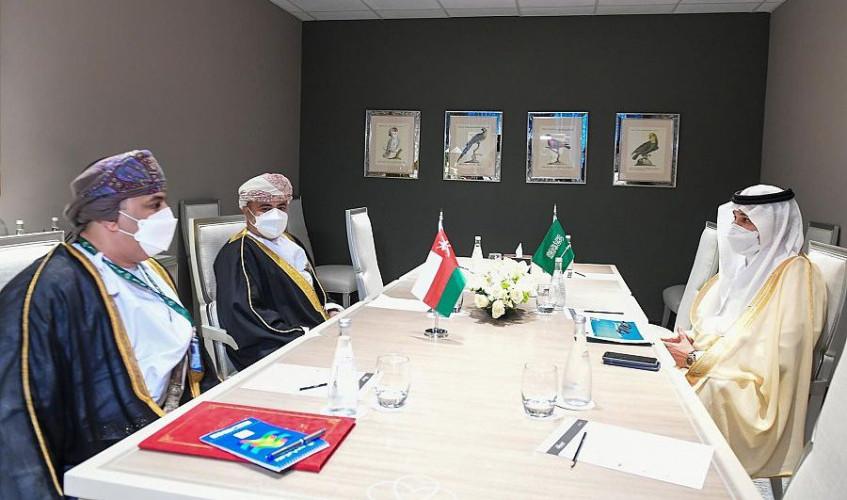 وزير النقل والخدمات اللوجستية يلتقي بوزير النقل والاتصالات وتقنيَّة المعلومات العُماني