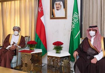 الأمير عبد العزيز بن سعود بن نايف يلتقي وزير الداخلية العُماني