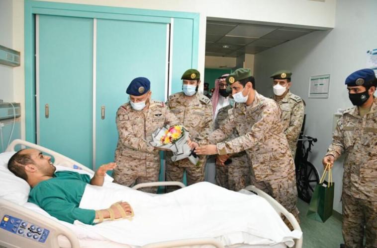 رئيس هيئة الأركان العامة يزور مصابي القوات المسلحة وينقل لهم تحيات القيادة بمناسبة عيد الأضحى المبارك