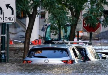 إعصار آيدا تسبب زوابع وفيضانات وحالات طوارئ في نيويورك