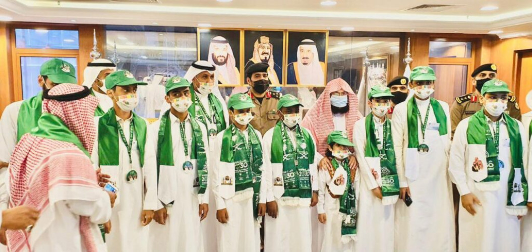 عدد من أبناء شهداء الوطن بتعليم مكة يزورون رئاسة شؤون الحرمين